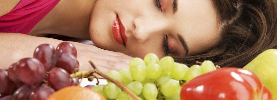 Kinds Of Food To Eat And Avoid For A Good Night's Sleep